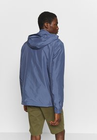 Urban Classics - BAND COLLAR PULL OVER - Kevyt takki - vintage blue - 3