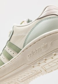 adidas Originals - RIVALRY  - Sneakers laag - offwhite/tent green/linen green - 4