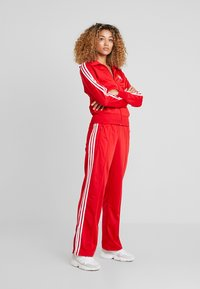 adidas Originals - FIREBIRD ADICOLOR TRACK PANTS - Træningsbukser - scarlet - 1