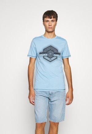 JCOLOGO-UNIVERSE TEE CREW NECK - T-shirt imprimé - dusk blue