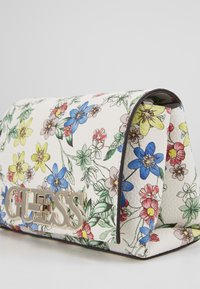 Guess - UPTOWN CHIC MINI XBODY FLAP - Borsa a tracolla - floral - 2