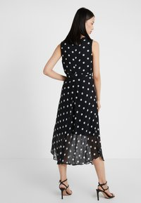 DKNY - KEYHOLE NECK MIDI WITH SELF BELT - Robe d'été - black/cloud - 2