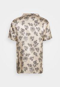 Urban Threads - PRINTED FLORAL REVERE - T-shirts print - black/ecru - 1