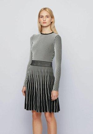 C_ILLORAN - Abito in maglia - patterned