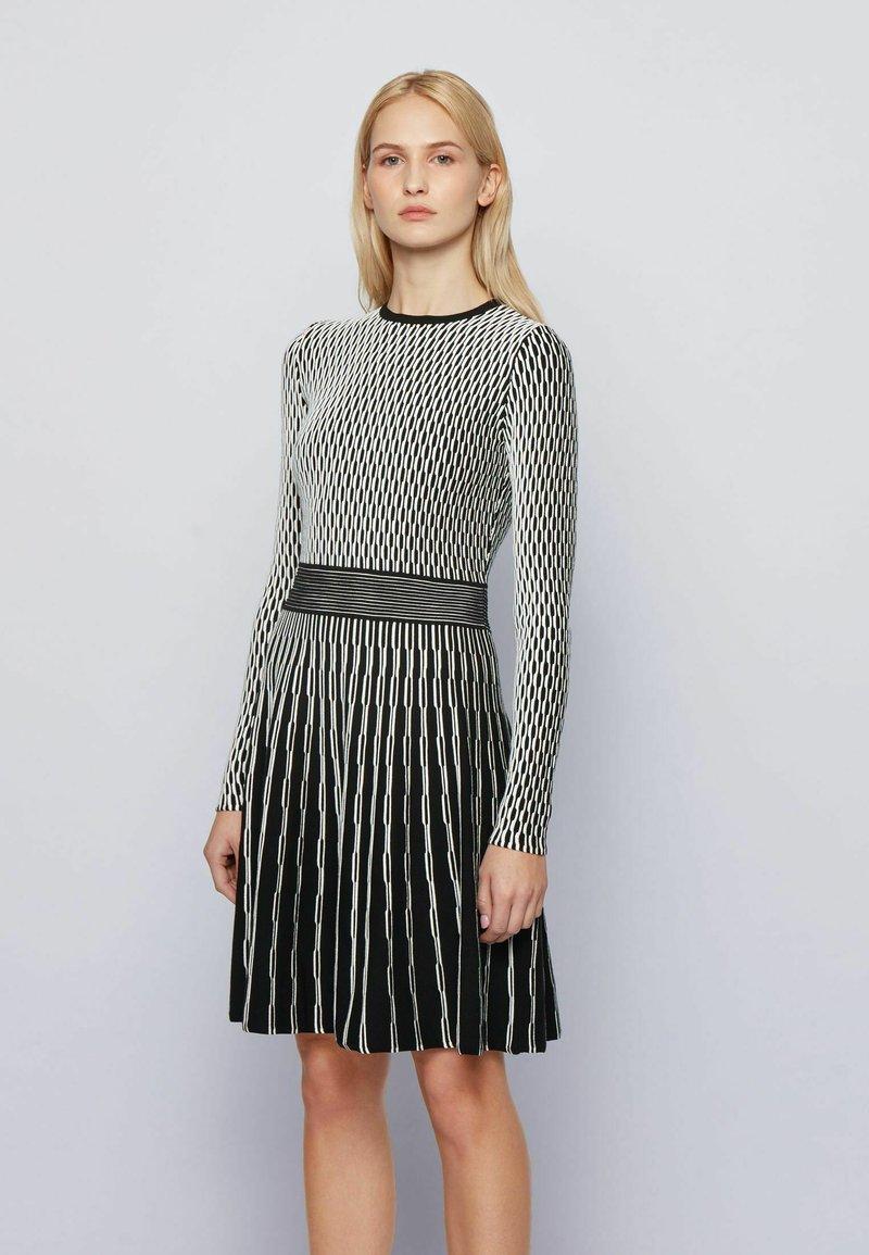 BOSS - C_ILLORAN - Abito in maglia - patterned