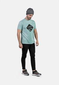 IZAS - T-shirt imprimé - wasabi - 3