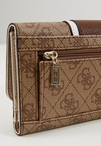 Guess - CATHLEEN POCKET TRIFOLD - Wallet - brown - 5