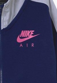 Nike Sportswear - Mikina na zip - blue void/white/fire pink - 3