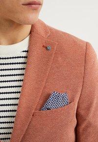 WE Fashion - WE FASHION HERREN-SKINNY-FIT-SAKKO MIT MUSTER - Suit jacket - rust brown - 3