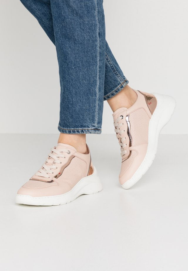 ESTAN - Sneakers - pale