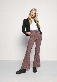 Hollister Co. - Pantalon classique - red/black - 1