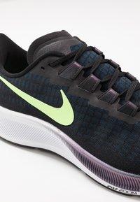 Nike Performance - AIR ZOOM PEGASUS 37 - Obuwie do biegania treningowe - black/ghost green/valerian blue - 6