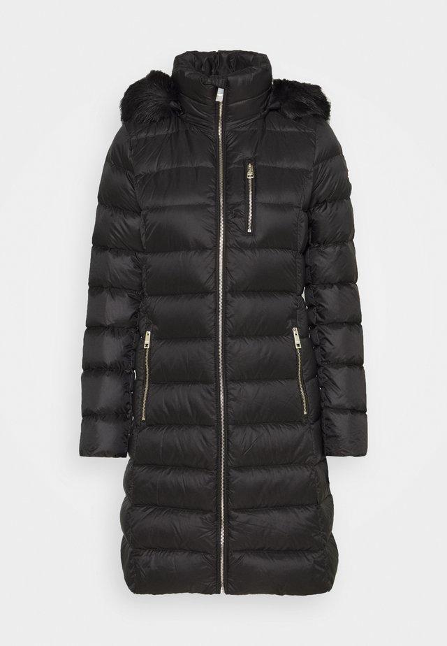 PUFFER - Kabát zprachového peří - black