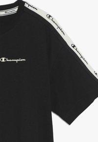 Champion - BRAND REVOLUTION CROP - Triko spotiskem - black - 3