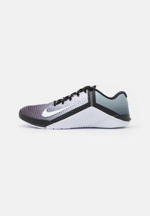 METCON 6 UNISEX - Zapatillas de entrenamiento - black/white