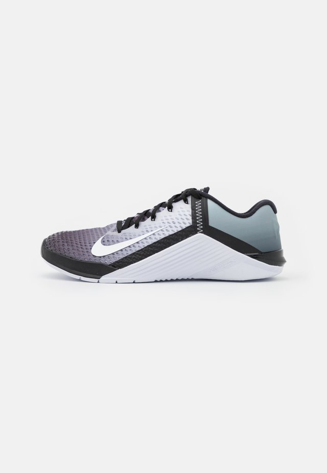 METCON 6 UNISEX - Sports shoes - black/white