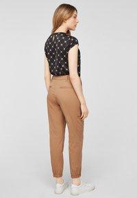 comma casual identity - Cargo trousers - caramel - 2