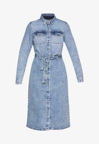 Pieces - SHIRT DRESS - Robe en jean - light blue denim - 3