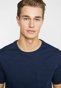 GAP - EVERYDAY POCKET CREW - Basic T-shirt - tapestry navy - 4