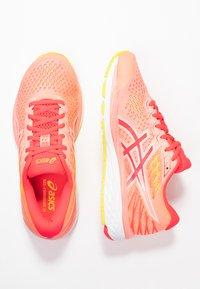 ASICS - GEL-CUMULUS 21 - Zapatillas de running neutras - sun coral/laser pink - 1