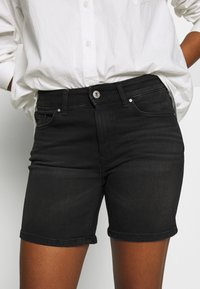 ONLY - ONLBLUSH MID  - Shorts di jeans - black - 6
