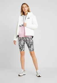 Nike Sportswear - FILL - Giacca da mezza stagione - sail/black - 1