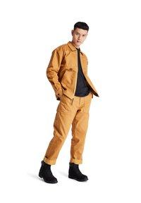 Timberland - YC WORKWEAR JACKET - Chaqueta fina - wheat boot - 1