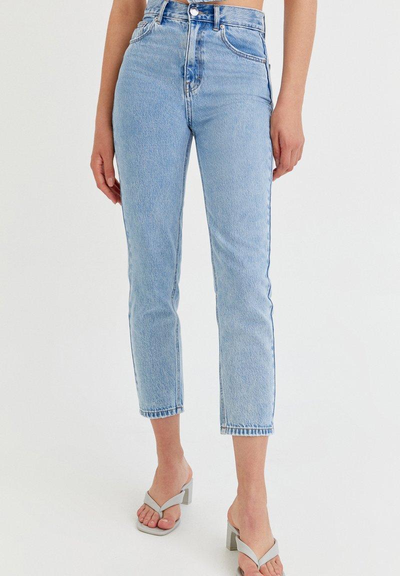 PULL&BEAR - MOM - Jeansy Relaxed Fit - mottled light blue