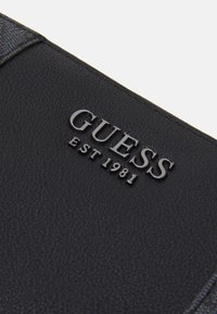 Guess - MIKA LARGE ZIP AROUND - Lommebok - coal - 3