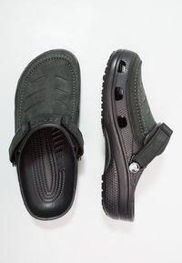 Crocs - YUKON VISTA - Sandały kąpielowe - black - 1