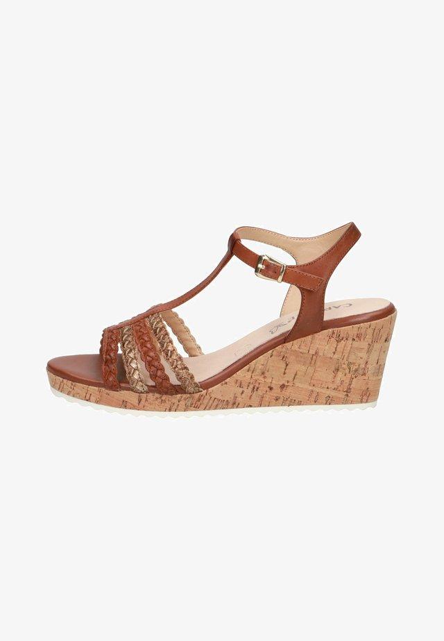 Sandály na klínu - brandy comb