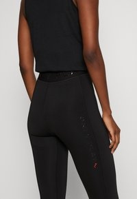 ONLY PLAY Tall - ONPPERFORMANCE TRAINING TIGHTS - Leggings - Trousers - black/red - 3
