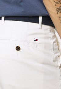 Tommy Hilfiger - BROOKLYN LIGHT BELT - Shorts - white - 4