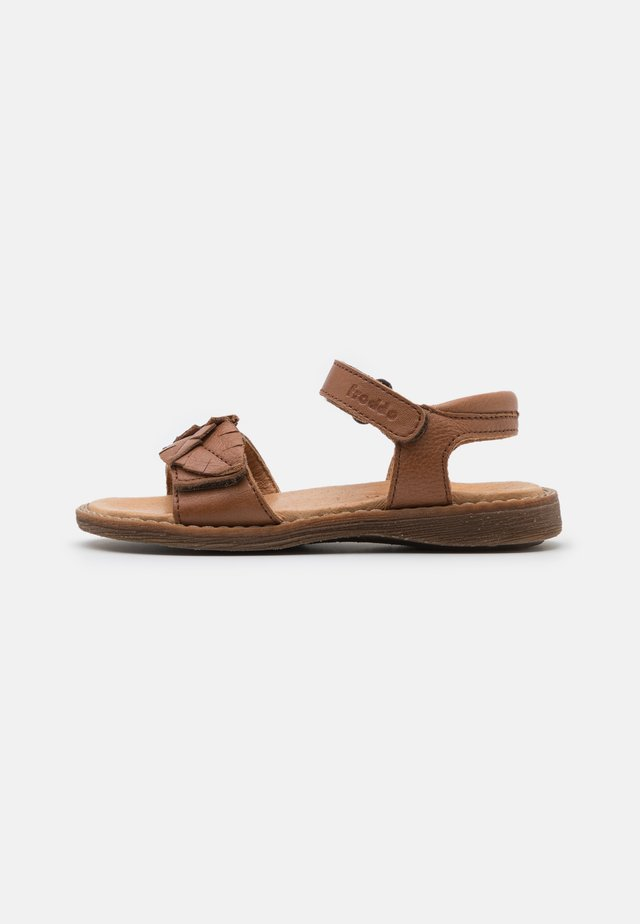 LORE LEAVES - Sandalen - brown