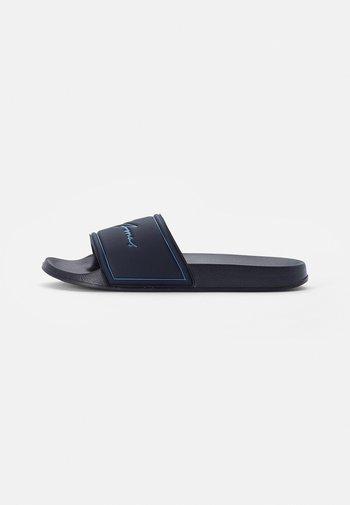 POOL SLIDER - Mules - navy blazer