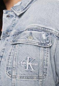 Calvin Klein Jeans Plus - 90S TRUCKER PLUS - Denim jacket - denim light - 5