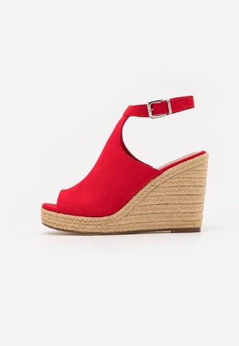 High heeled sandals - fire