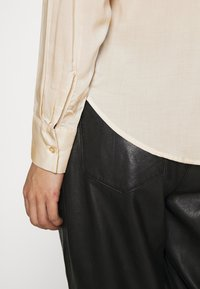 Gina Tricot - HILMA - Button-down blouse - whisper pink - 5
