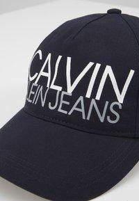 Calvin Klein Jeans - CUT OFF LOGO BASEBALL  - Casquette - blue - 2