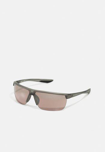 TEMPEST UNISEX - Sluneční brýle - dark grey/road tint