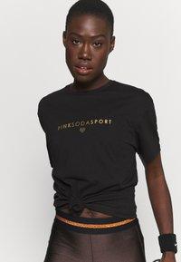Pink Soda - CORA BOYFRIEND  - T-shirt print - black - 3