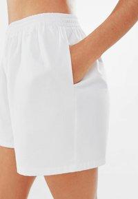 Bershka - Shorts - stone - 3