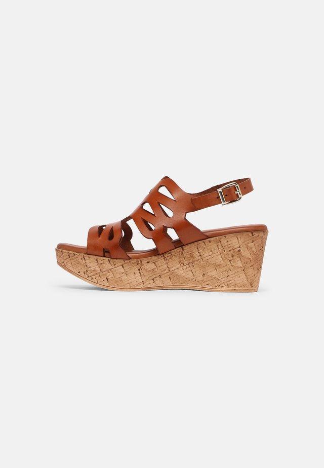 Sandales à plateforme - sand