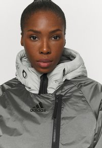 adidas Performance - URBAN COLD RDY OUTDOOR JACKET 2 IN 1 - Down jacket - grey - 4
