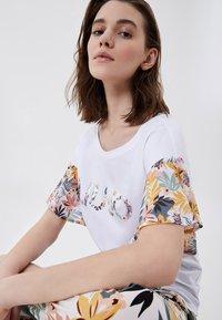 Liu Jo Jeans - T-shirt imprimé - white tropical liu jo - 3