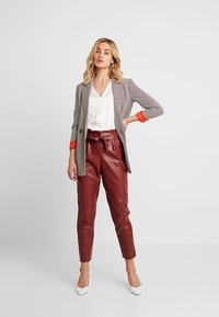 Banana Republic - HIGH LOW PIECED VEE SOLIDS - Blouse - snow day - 1