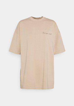 JANA'S DIARY X NU-IN - Print T-shirt - beige