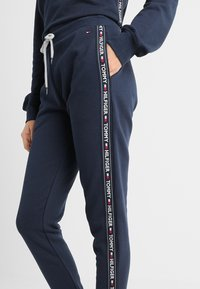 Tommy Hilfiger - AUTHENTIC TRACK PANT  - Pyjama bottoms - blue - 3