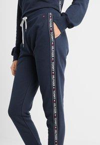 Tommy Hilfiger - AUTHENTIC TRACK PANT  - Bas de pyjama - blue - 3