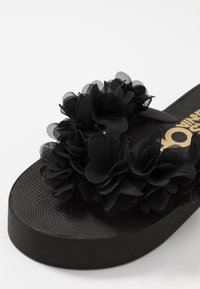 Colors of California - FLOWER TRIM - T-bar sandals - black - 2